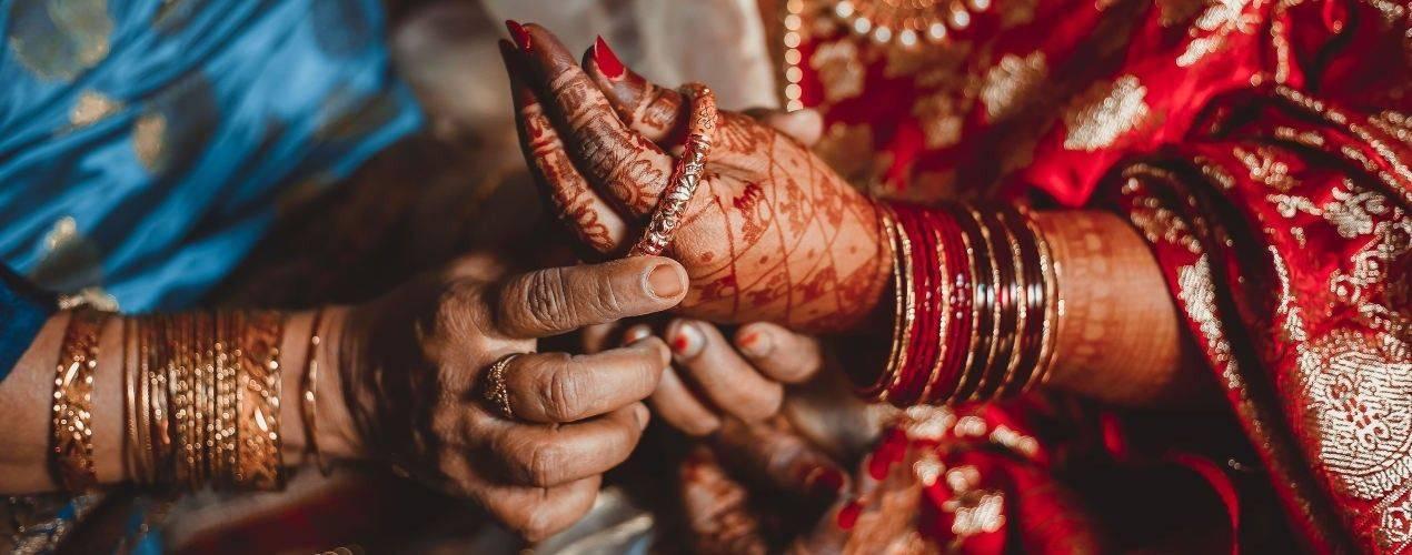Bijoux indiens pour sari indien - Tikka, Bindi ,bijoux nez, Bangles